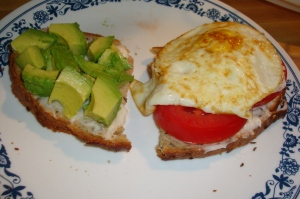 tomato avocado egg sandwich